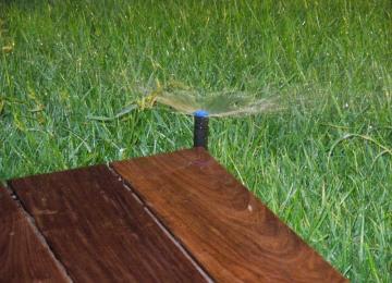 Arrosage par aspersion dans jardin du 06 - Clean Jardin