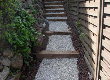 Création d'un jardin en pente à Mandelieu (06)