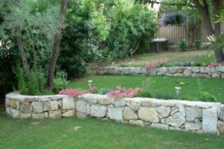 Muret en pierres sèches à Juan les Pins