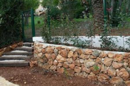 Muret en pierres sèches à Cannes